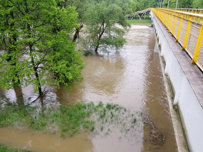 Oświęcim. Rośnie poziom wody w Sole i Wiśle. Strażacy 20 razy wyjeżdżali do podtopień