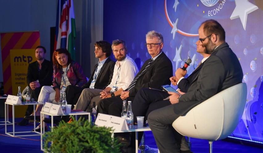 Po raz trzeci z rzędu obrady Forum rozpoczną się od prezentacji raportu o stanie polskiej gospodarki i debaty plenarnej na ten temat.