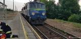 Wypadek na torach w Piekoszowie. Pijany mężczyzna potrącony przez lokomotywę znalazł się pod pociągiem. W akcji... ksiądz [ZDJĘCIA]