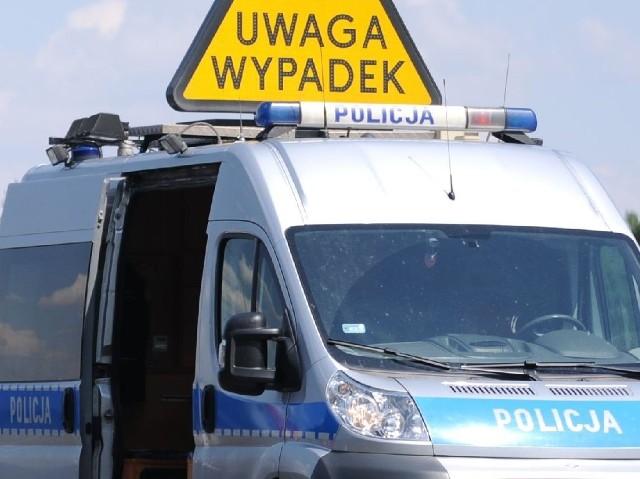 W Lubiczu karetka zderzyła się z ciężarówką - dwie osoby trafiły do szpitala