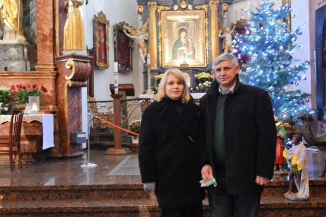 Państwo Małgorzata i Robert Smoleniowie zawarli małżeństwo w 1995 roku. Na pielgrzymkę jubilatów przyjechali z Lubrzy.