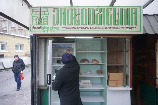 Jadłodzielnia mieści się na targowisku przy al. Tysiąclecia w Lublinie