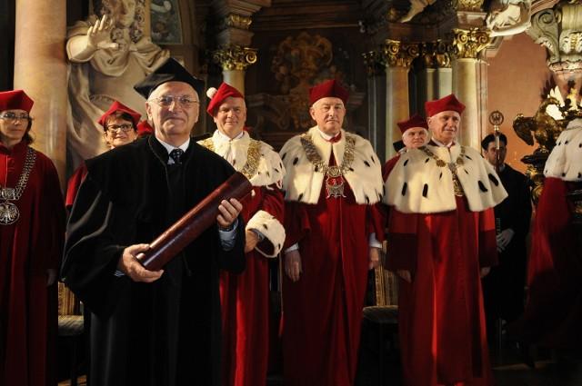 Profesor Włodzimierz Grajek z poznańskiego Uniwersytetu Przyrodniczego został uhonorowany najwyższą godnością akademicką. Otrzymał tytuł doktora honoris causa Uniwersytetu Przyrodniczego we Wrocławiu