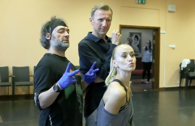 Od lewej: Jarosław Staniek - choreografia, Jakub Szydłowski - reżyseria i Katarzyna Zielonka - współpraca choreograficzna
