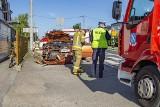 Groźny wypadek przed przejściem dla pieszych w Jejkowicach. Chevrolet wjechał w golfa