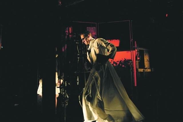 W jednej z głównych ról na deskach supraskiego teatru zobaczymy Rafała Gąsowskiego.