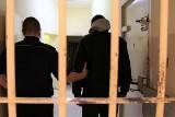Powiat żarski. Nalot policji w Jasieniu. 25- latek usłyszał zarzuty za posiadanie metamfetaminy