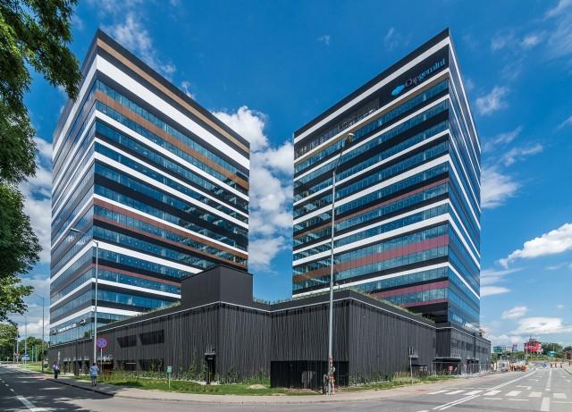 Pierwszy budynek Silesia Business Park w Katowicach z certyfikatem LEED GoldSilesia Business Park to nowoczesny kompleks biurowy powstający na terenie dawnej Huty Baildon przy ul. Chorzowskiej. W lutym 2015 roku Skanska oddała do użytku pierwszy z czterech budynków. Biurowiec A oferuje najemcom 12 000 mkw. zielonej powierzchni biurowej na 12 kondygnacjach naziemnych. Jest już w 80 proc. wynajęty.