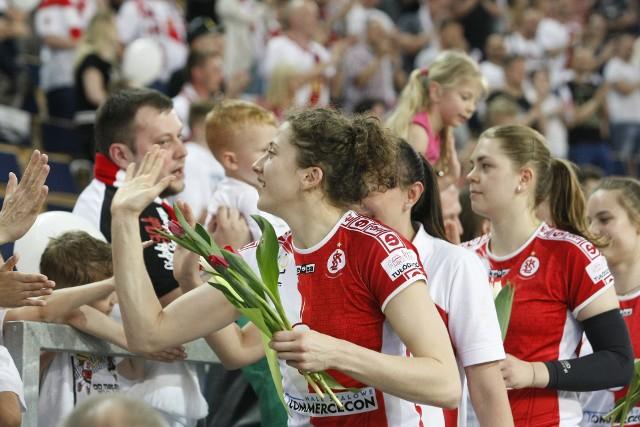 Agata Wawrzyńczyk z powodzeniem grała w hali w barwach ŁKS Commercecon, potrafi też walczyć na piasku