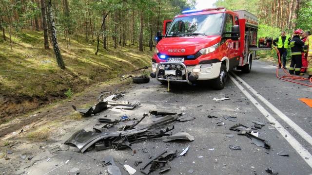 Wypadek w gminie Nowogród Bobrzański. Nie żyje kierowca. Co z pasażerką – żoną zmarłego? Dlaczego doszło do tragedii?