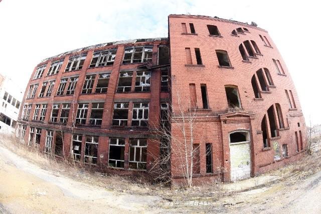 Budynki po zakładzie Carina w Gubinie wciąż stoją puste, niszczeją i straszą. Nowy właściciel obiektów ma plany, ale nie będą one łatwe do zrealizowania...
