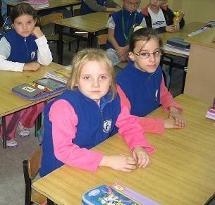 W podstawówce nr 1 w Barlinku rada rodziców zdecydowała, że uczniowie nadal będą przychodzić do szkoły w mundurkach. Dzieciaki nie narzekają. (fot. Jarosław Janik)