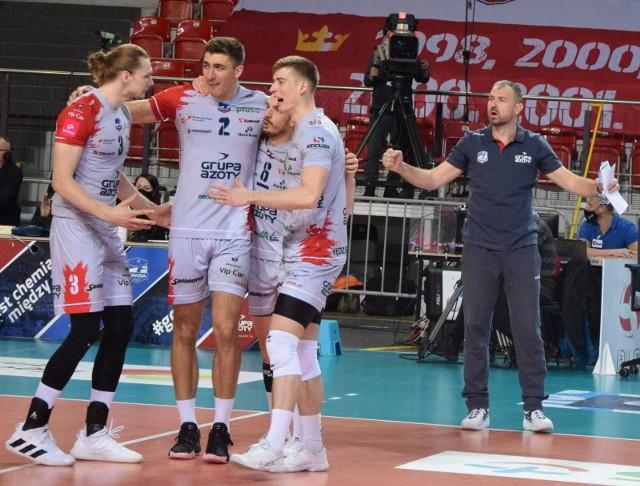 Grupa Azoty ZAKSA Kędzierzyn-Koźle nie pękła i jest już niemal pewna awansu do fazy pucharowej Ligi Mistrzów.