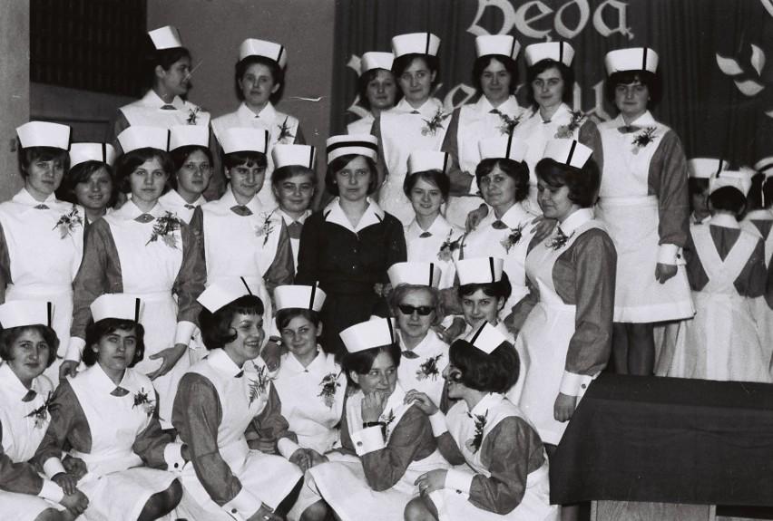 """""""Czepkowanie"""" w Liceum Medycznym ponad 50 lat temu"""