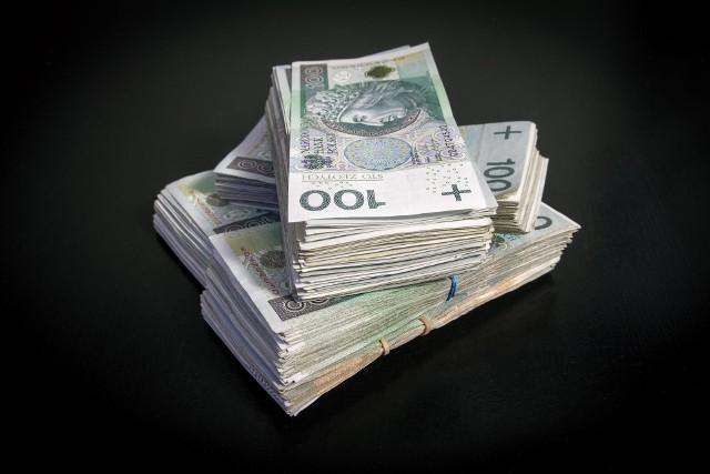 Mieszkanie na kredyt to dziś ogromny wydatek, jednak do zadłużenia się zachęcają niskie stopy procentowe.
