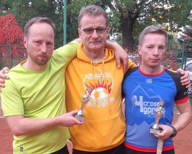 Na zdjęciu zwycięzcy turnieju Maciej i Przemysław Opala i tata Daniela Świerczyńskiego, Andrzej(w środku).