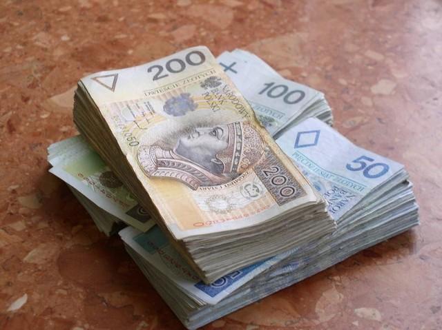 Prokutatura oskarża lekarzy o wyłudzenie wielu tysięcy złotych