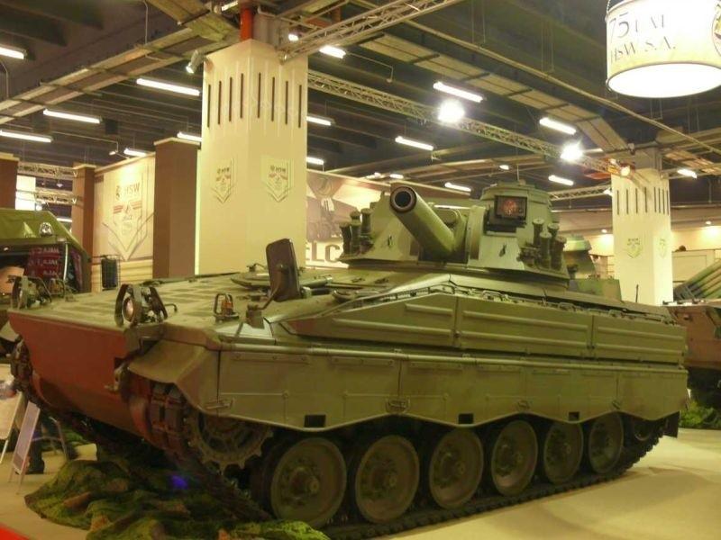 Turcja zrobi podwozia do polskich armat? Umowa podpisanaHSW zaprezentowała na swoim stoisku nowość, jaką jest samobieżny moździeż rak na podwoziu niemieckiego Mardera.