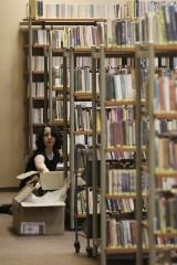Tysiące podręczników pójdą na makulaturę. Nowe różnią się tylko... datą