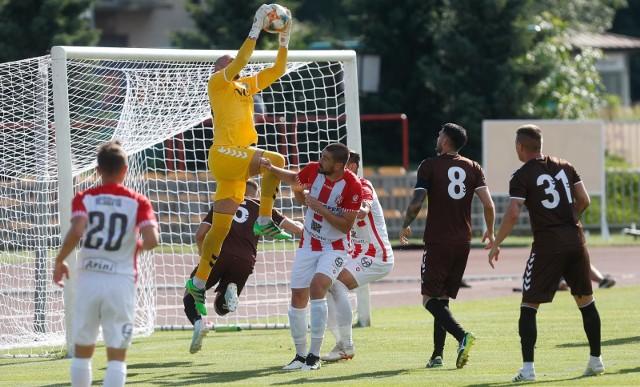 Pomimo wielu okazji na gole piłkarze Apklan Resovii tylko raz znaleźli sposób na bramkarza Garbarni Kraków i zaznali goryczy 7. porażki w sezonie.
