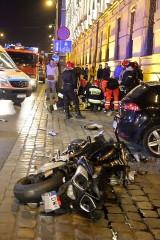 Wrocław: Motocykl zderzył się z seatem. 6 osób w szpitalu (ZDJĘCIA)