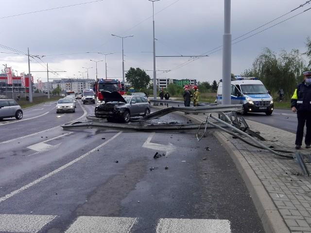 Do wypadku doszło przed godziną 18.00 na skrzyżowaniu ul. Jana Pawła i al. Kraśnickiej w Lublinie