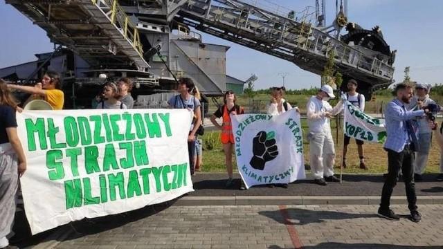 Czy przez kopalnię węgla brunatnego w Kleczewie ubywa wody z okolicznych jezior, powstał lej depresyjny, a susza zagraża rejonowi konińskiemu? We wtorek, 13 sierpnia, przed siedzibą kopalni odbędzie się protest lokalnej społeczności przy wsparciu ekologów oraz samorządowców z pogranicza Wielkopolski i Kujaw.