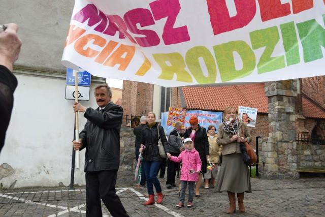Dużą frekwencją cieszył się marsz dla życia i rodziny w Grudziądzu, mimo niepewnej pogody i przelotnych opadów