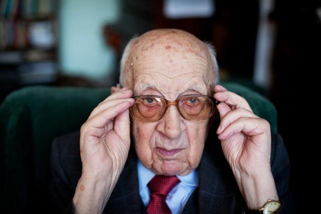 Prof. Bielański, wybitny chemik, od 102 lat jest obserwatorem Polski i Europy. Przeżył obie wojny światowe, komunę, transformację