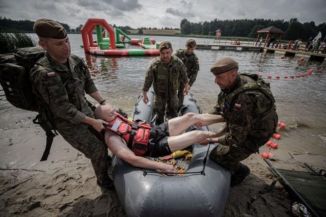 W ćwiczeniach na terenie gminy Książki brali udział strażacy ochotnicy z powiatu wąbrzeskiego oraz żołnierze Wojsk Obrony Terytorialnej