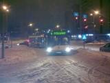Częstochowska zablokowana przez autobus linii nr 4. Winny śnieg (zdjęcia)