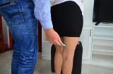 Lubieżnik ze smartfonem w ręce czyha na ofiary nawet w toalecie