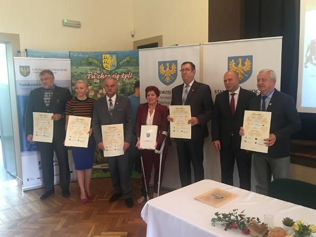 We wtorek samorządowcy z pięciu gmin podpisali umowy z marszałkami województwa.