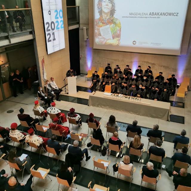 UAP zainaugurował rok akademicki 2021/2022. 27 listopada 2020 roku Sejm RP zatwierdził zmianę nazwy uczelni, a 11 grudnia ustawę podpisał Prezydent RP. W styczniu 2021 roku prof. Magdalena Abakanowicz została oficjalnie patronką Uniwersytetu Artystycznego w Poznaniu.