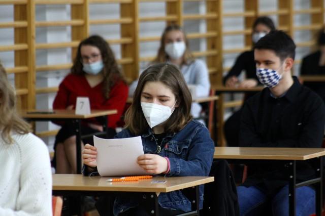 Próbna matura zakończyła się we wtorek 16 marca 2021. Egzaminy przeprowadzano w reżimie sanitarnym