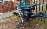Ogrodnik został poważnie ranny podczas pracy. Jego noga dostała się między noże glebogryzarki