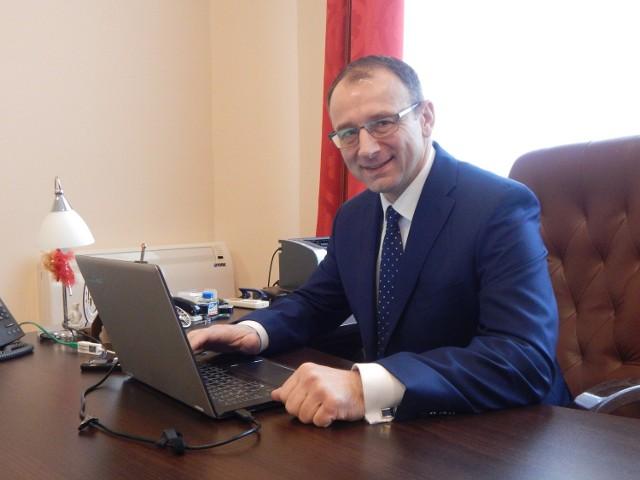 """Burmistrz Marek Cebula odpowiadał we wtorek na pytania przez godzinę. I zapowiedział, że z Czytelnikami """"GL"""" spotka się za miesiąc."""