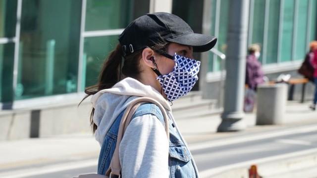 Czy maseczki chronią nas przed zakażeniem koronawirusem, ale także smogiem? Zapytaliśmy pulmonologa ze Szpitala Klinicznego Przemienienia Pańskiego w Poznaniu.
