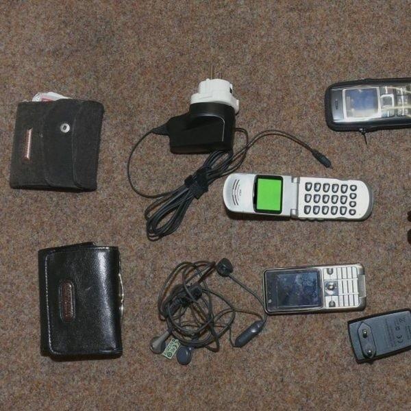 Łupem 51- letniego złodzieja padły telefony komórkowe, portfele, dokumenty,  ładowarki – na łączną kwotę 4 tysięcy zł.