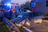 Wypadek w Suchorzowie. Zderzyły się dwa auta osobowe i ciężarówka. 8 osób rannych, w tym kilkunastomiesięczne dziecko [ZDJĘCIA]
