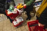 """Polska Izba Handlu: Tzw. """"podatek od korporacji"""" uderzy w małych przedsiębiorców i spowoduje wzrost cen"""
