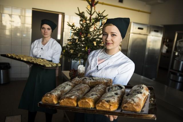 Catering świątecznyOd święta można skorzystać z usług firmy cateringowej lub cukierni oferującej ciasta na wigilijny stół.