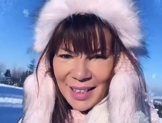 Edyta Górniak w górach zdradziła, że jednak nie zamierza likwidować swoich konta w mediach społecznościowych. Fani odetchnęli z ulgą.