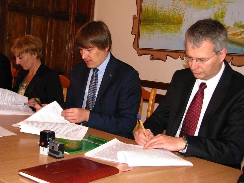 Umowę podpisali: Krzysztof Wołkowski i Marcin Skonieczka