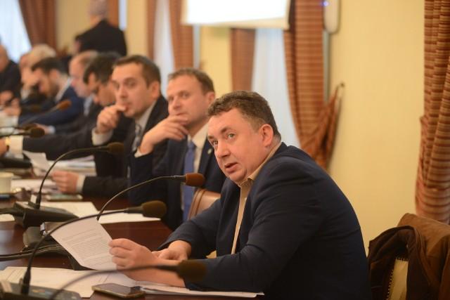 Jacek Budziński  podczas obrad rady miasta.