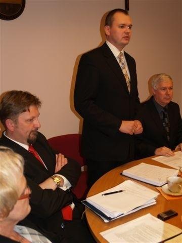 Burmistrz Wyszkowa wie, że czeka go trudny rok. Na ostatniej sesji przekonywał radnych do swojego projektu budżetu na 2010 rok