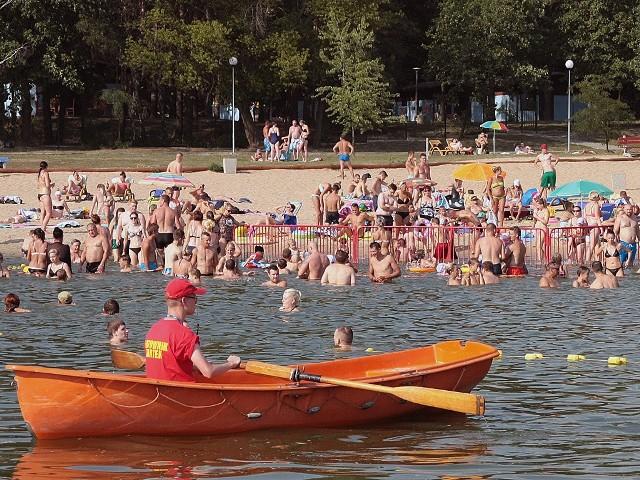 By wszystkie miejskie kąpieliska były strzeżone, potrzeba w sumie ponad 20 ratowników. Cały czas są wakaty