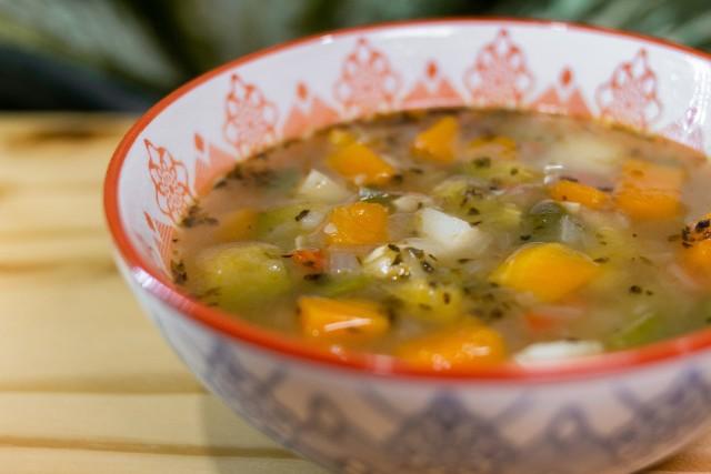 Polska kuchnia obfituje w zupy, dlatego odchudzająca dieta zupowa jest bardziej akceptowalna niż np. ta sokowa.
