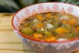 """Co daje dieta zupowa? Przepisy na zupy, jadłospis i zasady odchudzania. Jakie korzyści zdrowotne zapewnia """"zuping""""?"""