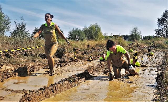Blisko stu zawodników rywalizowało 11 września w ekstremalnym biegu z przeszkodami Run Fit nad Jeziorem Tarnobrzeskim.